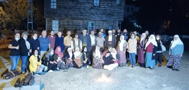 Kültür ve Turizm Bakanlığı desteğiyle hazırlanan belgesele İnebolu halkı gönülden destek oldu. Çekimleri 1 hafta süren belgeselde İnebolu'nun gencinden yaşlısına, kadınından erkeğine yaklaşık 180 kişi gönüllü olarak rol aldı.