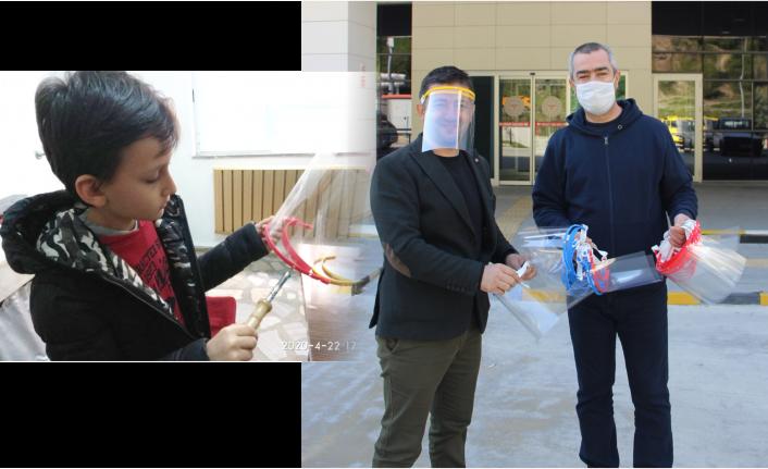 3 Boyutlu Yazıcıdan maske üretip sağlıkçılara hediye etti