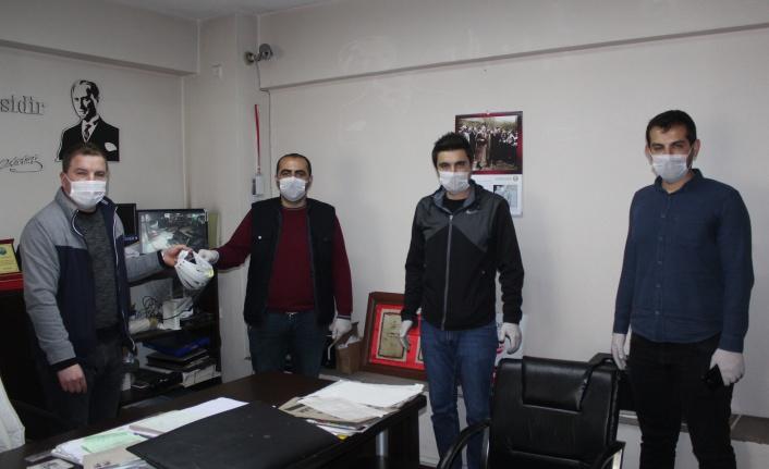 İnebolu Türk Eğitim Sen 180 adet siperlik maske dağıttı