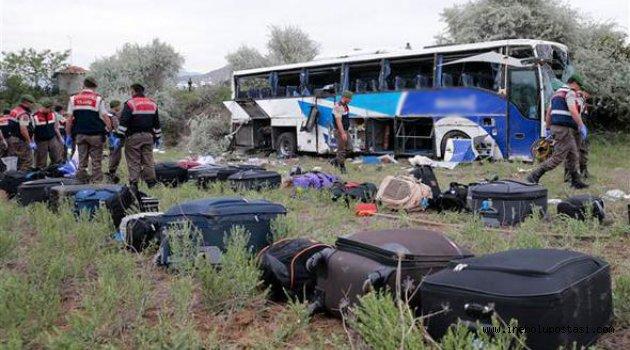 Şoför Uyudu Yolcu Otobüsü Devrildi