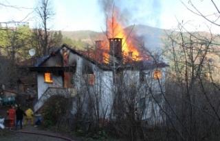 Sakalar Köyü'deki Yangında 8 Kişi Kış Günü...