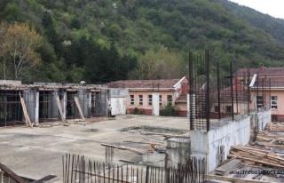 Kapalı Spor Salonunun yapımına yeniden başlandı...