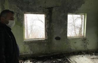 Muhtar Ersin Codur 'Çürük okulu tamir etmemi istiyorlar'