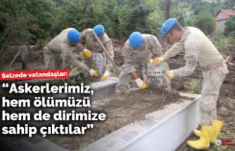 Askerler, selde zarar gören mezarlıkları temizledi