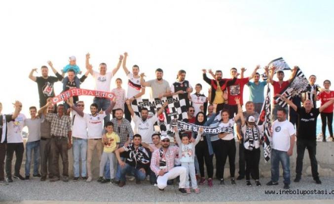 Beşiktaşlı taraftarlar şampiyonluğu kutladı